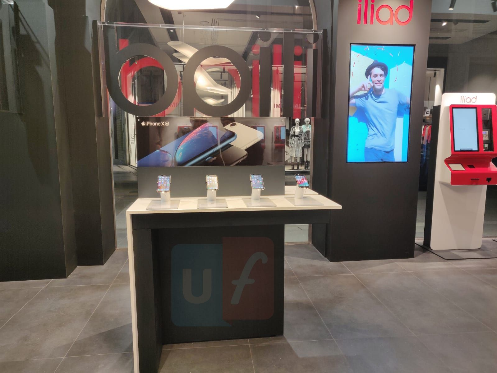 iPhone iliad store Milano viale Restelli