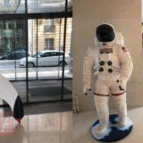 Razzo e astronauta nella sede iliad
